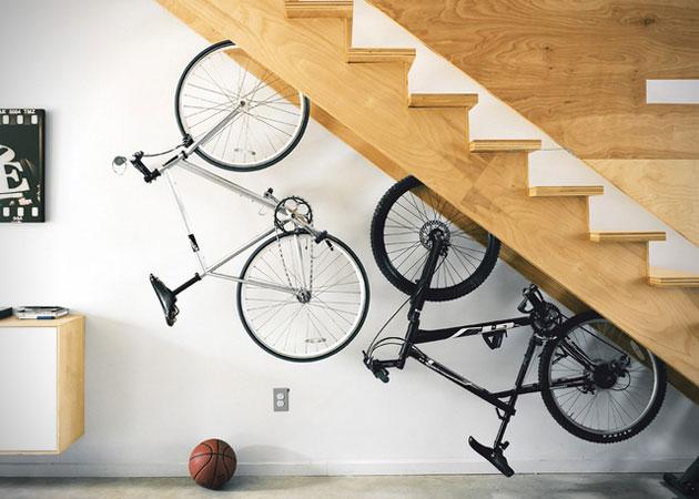 Una idea per un sottoscala porta bici