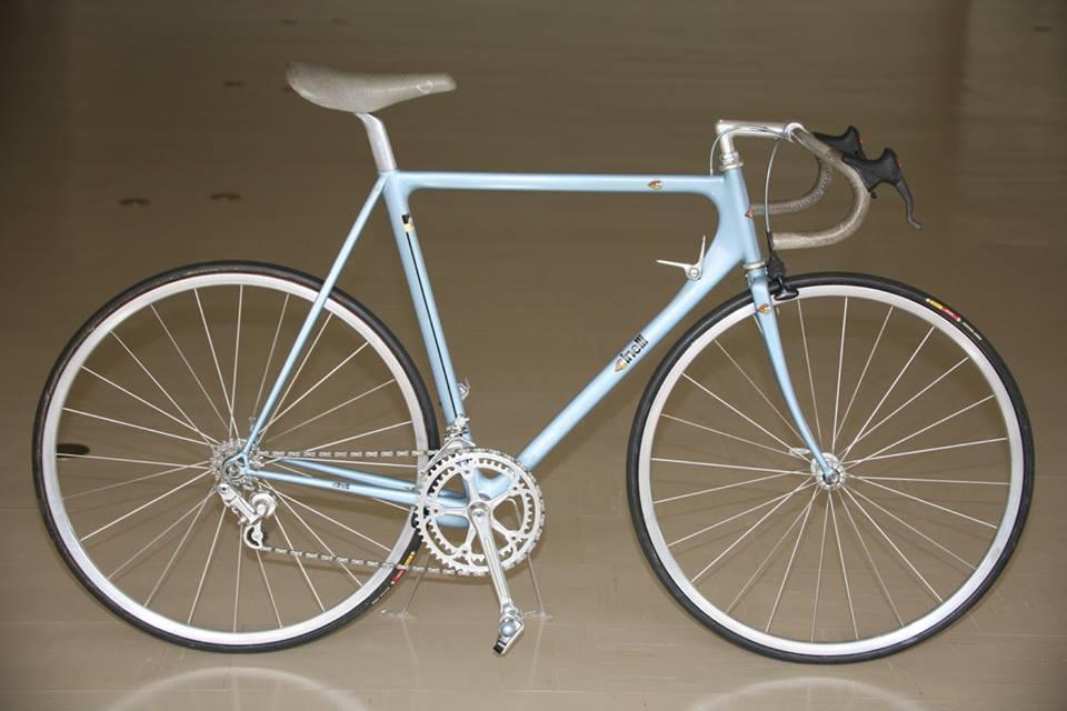 Una bicicletta da corsa Cinelli Laser