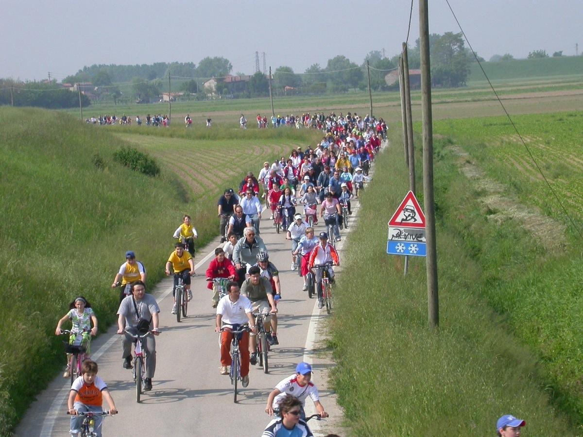 Una pedalata di gruppo