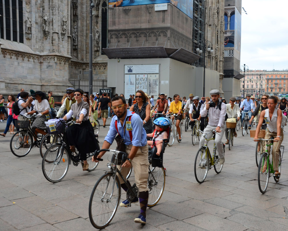 Tweed Riders in San Babila (photo Bergfamin)