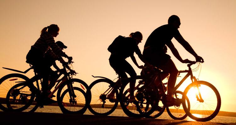 Pedalare in bicicletta allunga la vira, fa dimagrire e migliora la salute