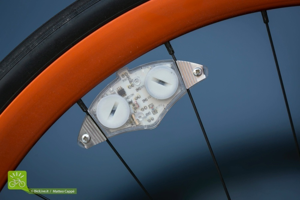 luci-bici-laterale-bike-4-light_4