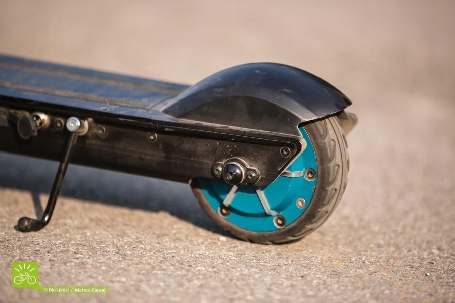 La ruota posteriore, sede del motore