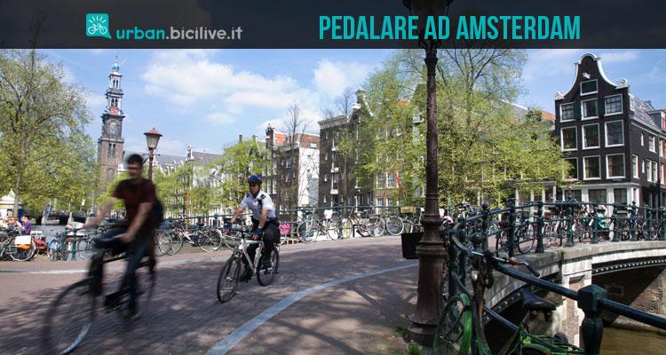 Una immagine dedicata ai consigli per andare in bici in sicurezza ad Amsterdam