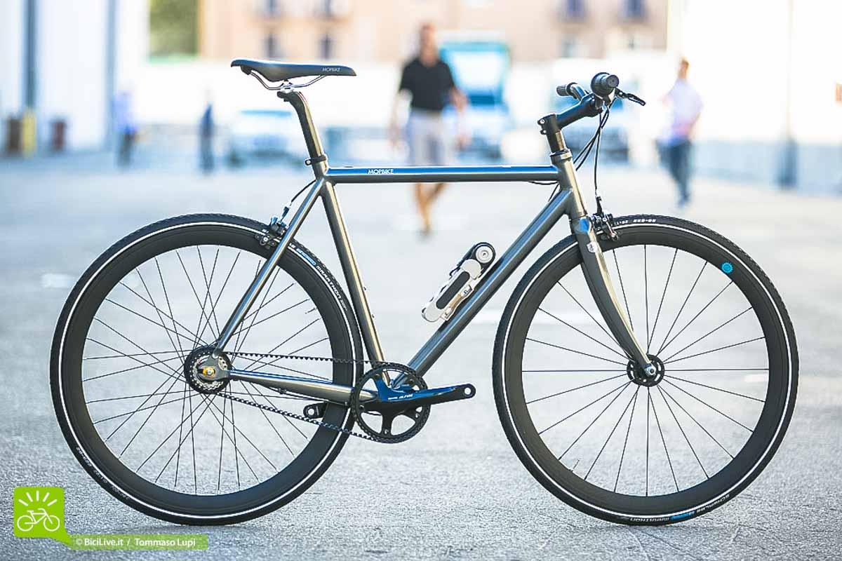 Una bicicletta da uomo urbana di Mopbike