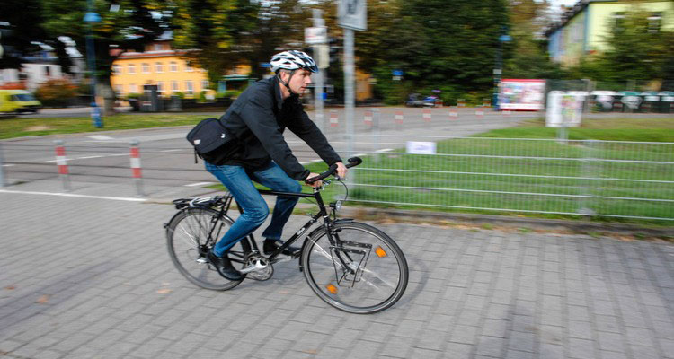 Una foto di un fortunato ciclista francese: sarà pagato per andare al lavoro predalando