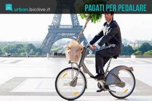 Una foto per i ciclisti francesi pagati per andare al lavoro in bicicletta