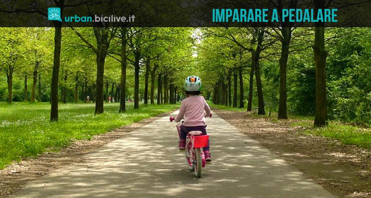 imparare-andare-in-bici-senza pedali-rotelle-2