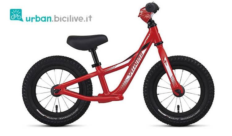 Bici senza pedali Specialized hotwalk, una bici da bambino dal colore rosso e bianco.