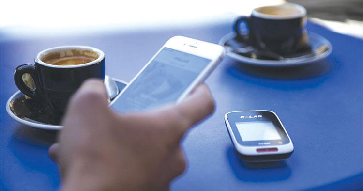 Una pausa relax insieme a Polar M450 GPS e smartphone