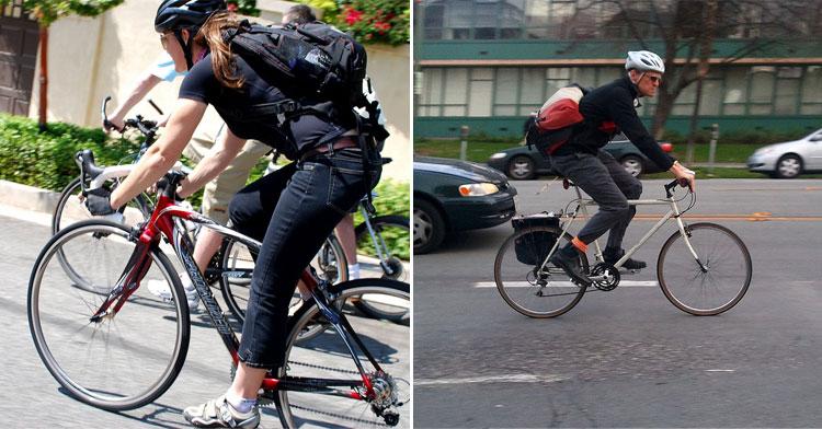 Ciclisti urbani si muovono in città con il casco