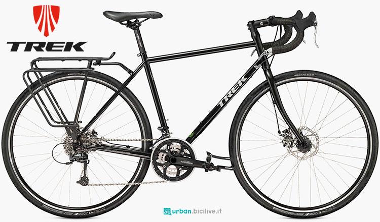 Una bicicletta da città Trek Adventure 520 Disc