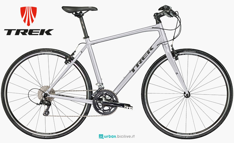 Una bicicletta urbana Trek FX Sport 4