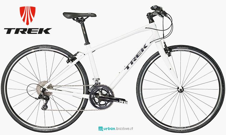 Una bici da città FX Sport 4 da donna