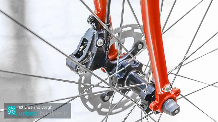 Freni a disco idraulici del gruppo Shimano Metrea montati sulla City Cycles Jive