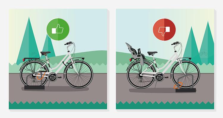 biciclette legate a una rastrelliera con catene e bloster