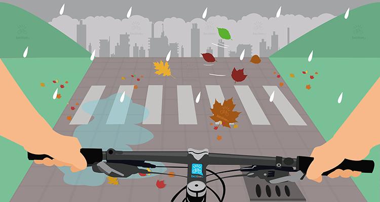 ciclista pedala sull'asfalto bagnato