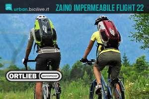 ciclisti con zaino impermeabile ortlieb flight 22