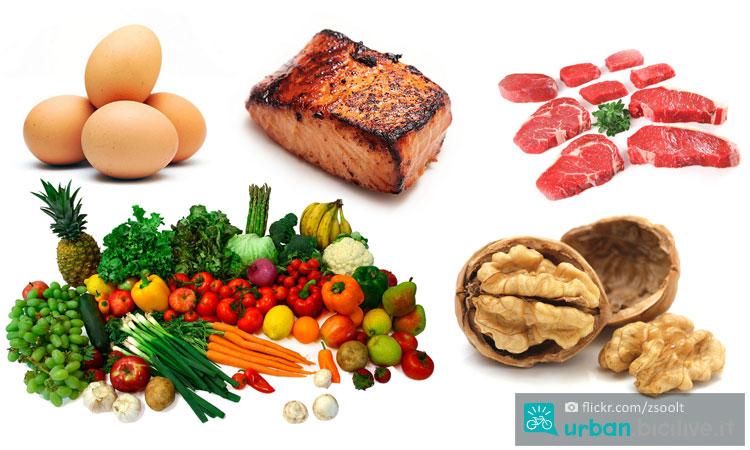 cibo con proteine animali e vegetali per l'alimentazione dello sportivo e del ciclista