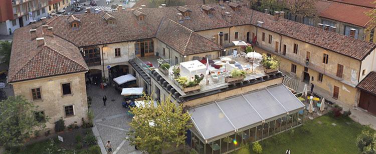 La terrazza della Cascina Cuccagna a Milano