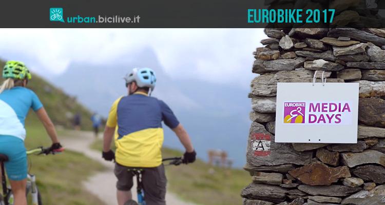 ciclisti testano bici a eurobike media days