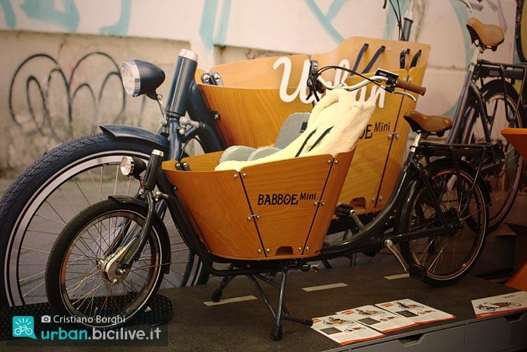 Babboe Mini cargo bike a due ruote compatta.