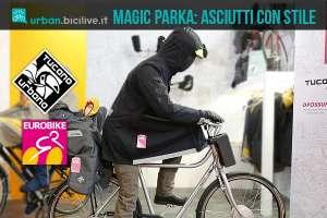 foto del magic parka, capo spalla antipioggia di tucano urbano