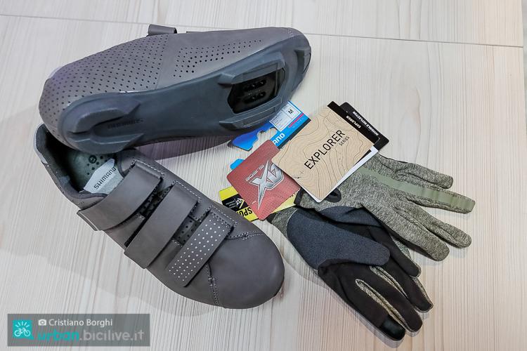 foto delle Shimano RT5 uomo e i guanti della serie Explorer.
