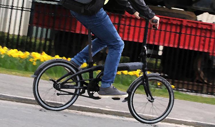 Biciicletta pieghevole in uso in città