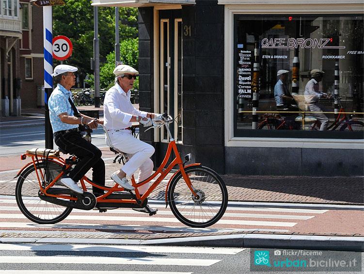 street foto con bicicletta