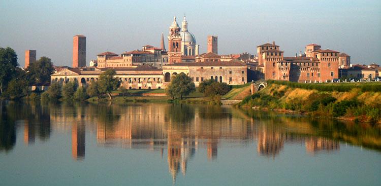 La città di Mantova a il suo lago