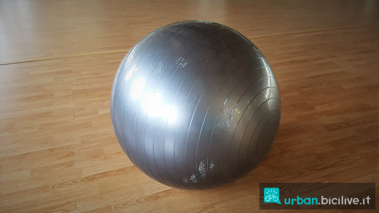 fitball per allenamento addominali e core
