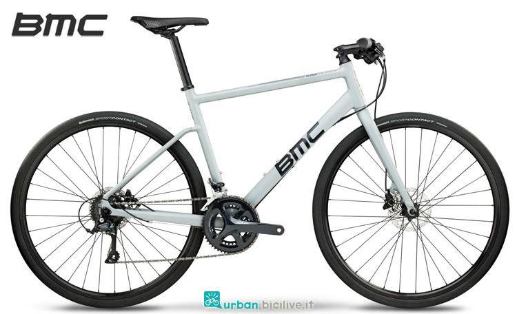 Una bicicletta Alpenchallenge AC02 Three