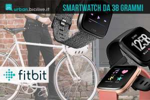 ciclista con smartwatch Fitbit Versa