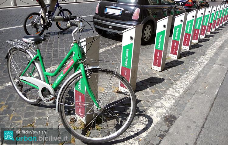 colonnine del bike sharing di Roma gestito dall'Atac