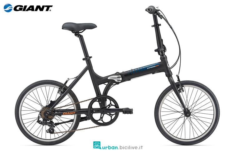 Una city bike pieghevole Giant Expressway 2 della gamma 2019