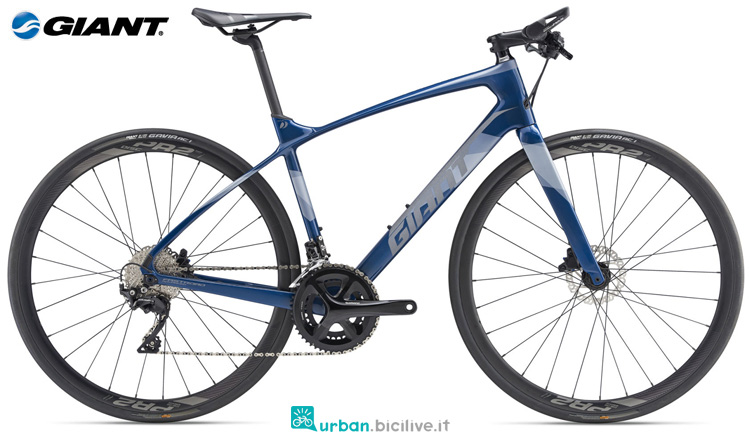 Una bicicletta da trekking Giant FastRoad Advanced 1