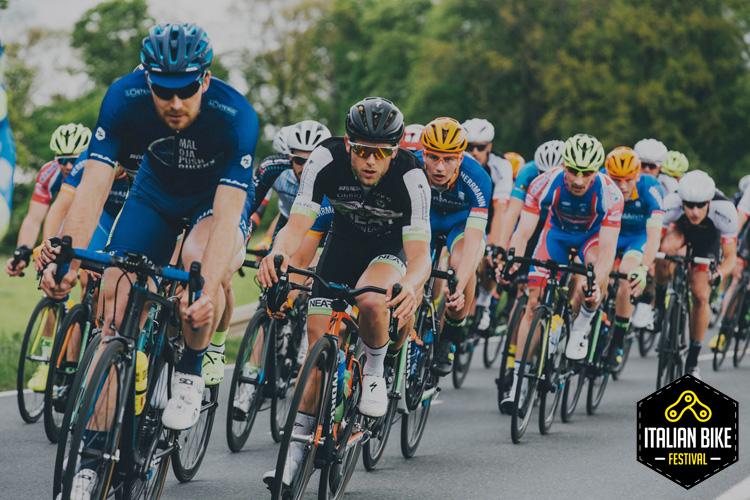 Ciclisti impegnati nell'Italian Bike Festival