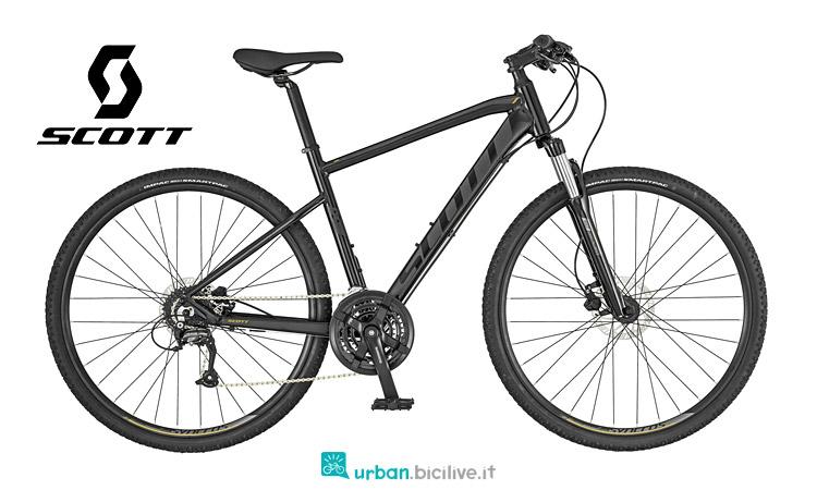 Sub Cross 40 può essere utilizzata per il cicloturismo o il commuting grazie al kit comprendente parafanghi e portapacchi.