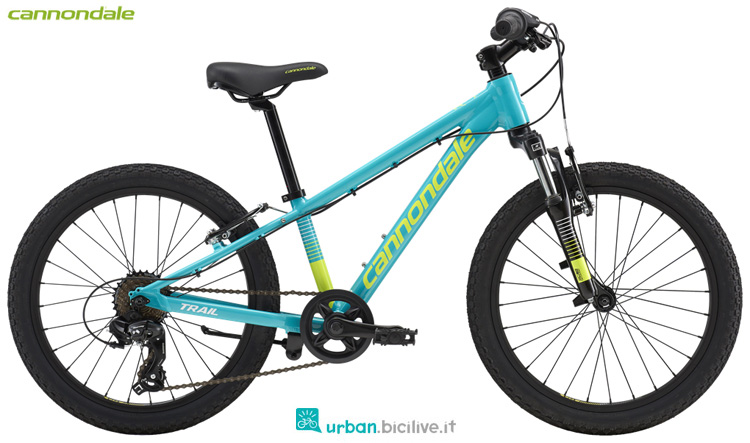 Una bicicletta Cannondale Kids Trail 20 Girl's