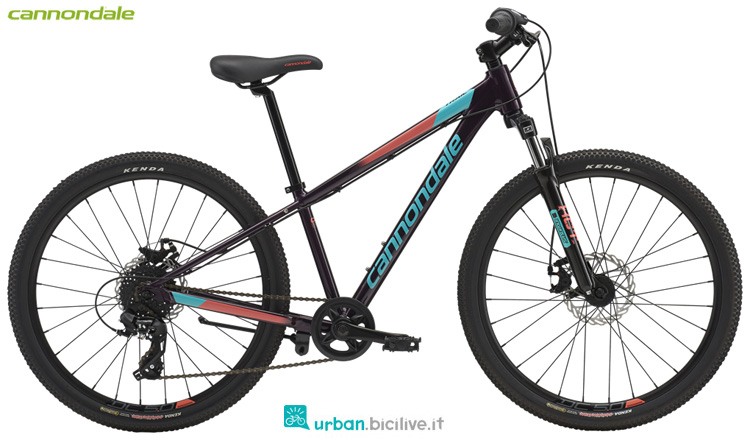 Una bici Cannondale Kids Trail 24 Girl's