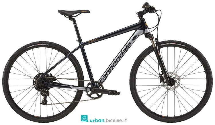 Una bicicletta Cannondale Quick CX 2