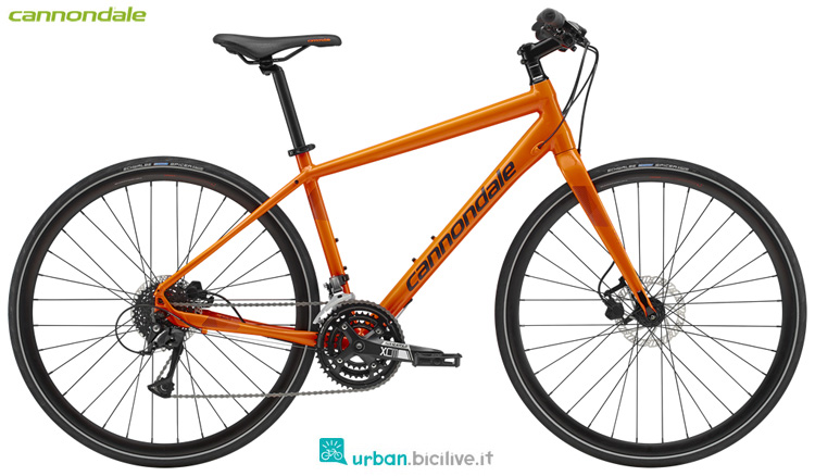 Una bicicletta Cannondale Quick Disc 4 2019
