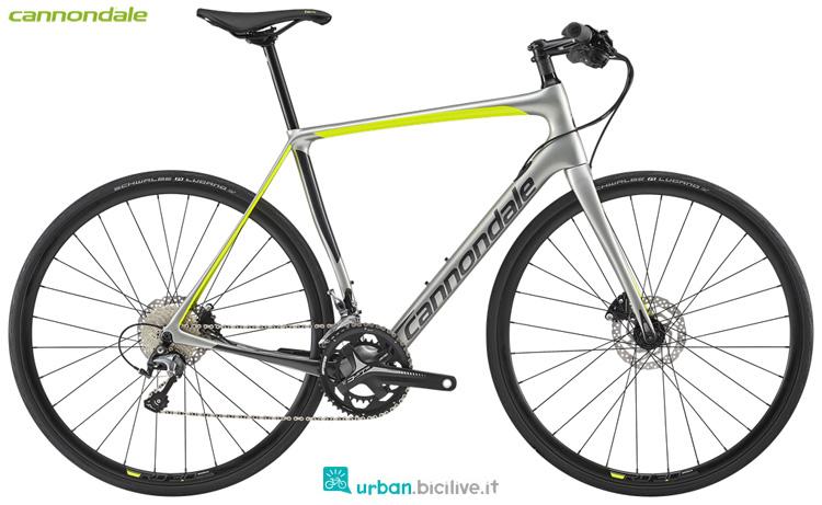 Una bicicletta da fitness Cannondale Synapse Carbon Disc Tiagra Flatbar anno 2019