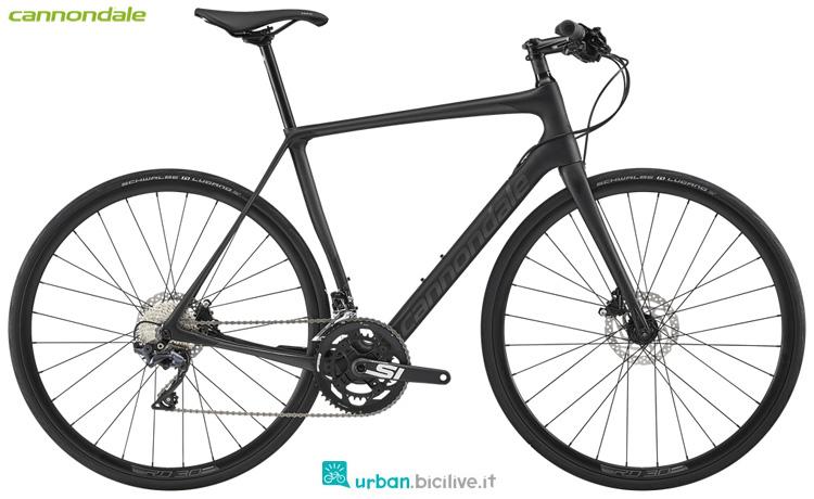 Una bici da fitness Cannondale Synapse Carbon Disc Ultegra Flatbar 2019