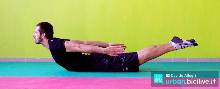 posizione della locusta di ginnastica posturale