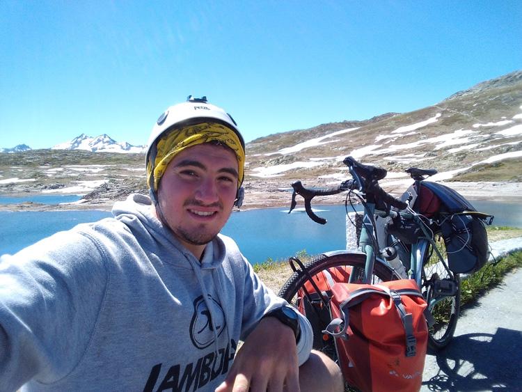 Luigi Peverelli e bicicletta al Passo del Grimsel