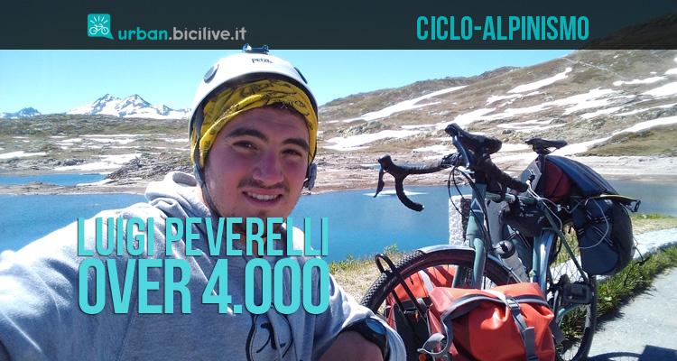 Luigi Peverelli durante l'impresa di ciclo-alpinismo Over 4000