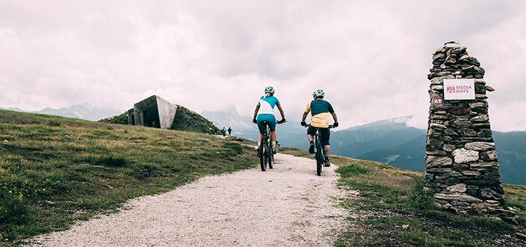 Ciclisti con sfondo dolomiti per Eurobike Media Days 2019