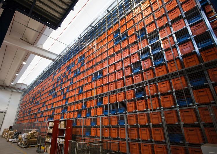 Alcune delle celle che compongono il magazzino automatico Hive